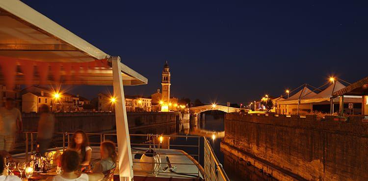 Cykla längs floden Po mellan Venedig och Mantova och bo på en trevlig flodbåt
