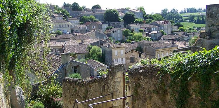 Cykla bland kända vinområden i Bordeaux, såsom St Emilion, Margeaux, Fronsac och Pomerol