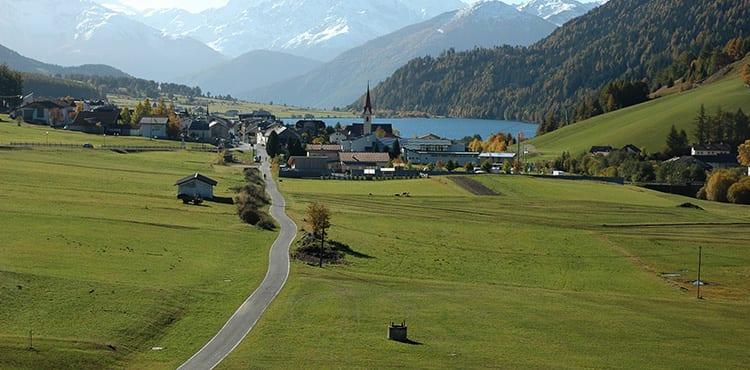 Cykelresor på egen hand från Dolomiterna till Gardasjön. EverTrek ordnar boende, bagagetransporter, mm