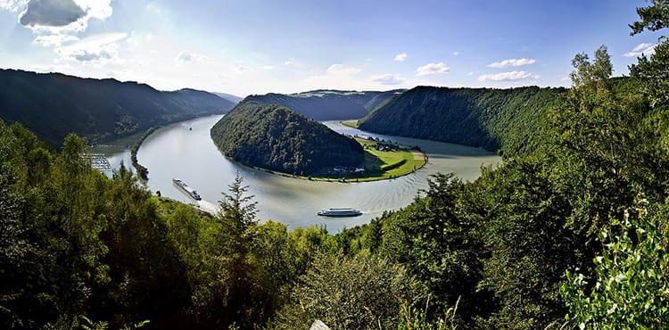 På båtcykelresan längs Donau passerar vi givetvis den berömda Donauslingan
