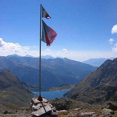 Italiensk -flagga-vid-Rifugio