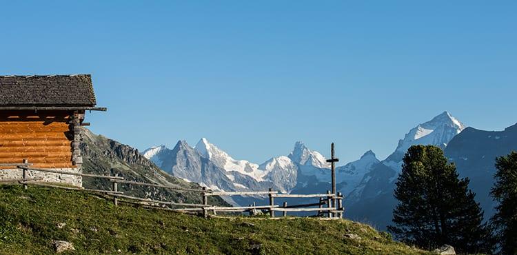 Vandringsresor i Val d'Anniviers i Schweiz med sina 300 soldagar per år.