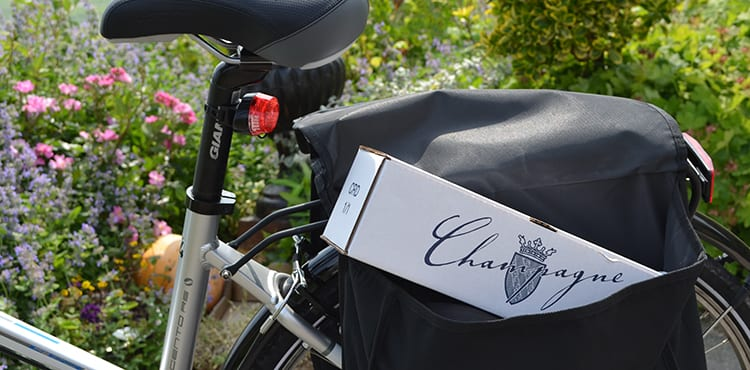 Vi köper med en flaska efter Champagneprovningen i Hautvillers.