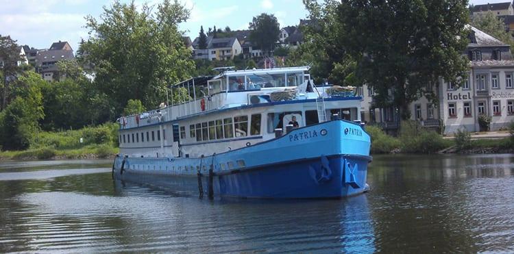 På våra cykelresor med båt längs Mosel bor vi på flodbåten MS Patria