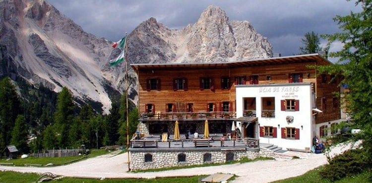 Under vandringsresan Alta Via i vackra Dolomiterna i Italien bor vi bl.a. på trevliga Fanes hyttan.