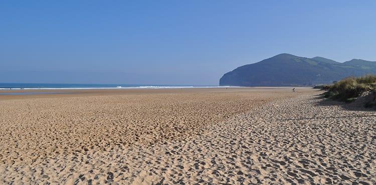 Santona stranden vid Pilgrimsvandring mellan Bilbao - Santillana