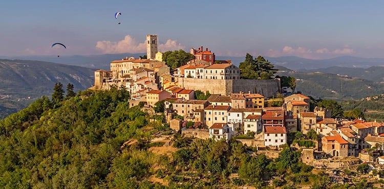 Motuvun är en av byarna du bor i på vandringsresan i Istrien med EverTrek