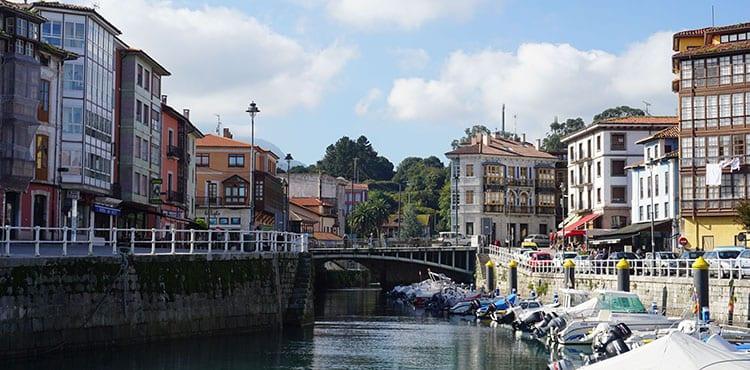 Llanes i Asturien i Spanien