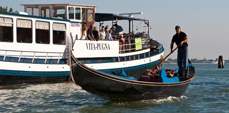 Flodbåten Vita Pugna båtcykling
